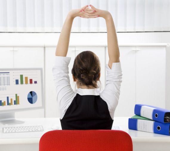Pausas e alongamentos ajudam a prevenir fadiga muscular.